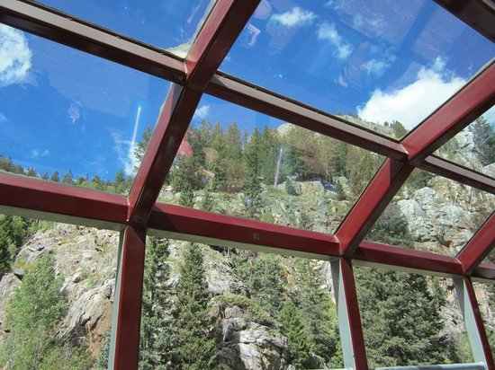 Durango and Silverton Narrow Gauge Railroad and Museum: Glass roof on the Silver Vista