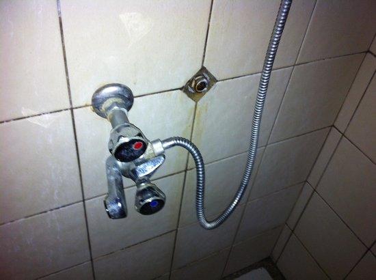 robinet douche cass par la rouille picture of pension tuanake avatoru tripadvisor. Black Bedroom Furniture Sets. Home Design Ideas
