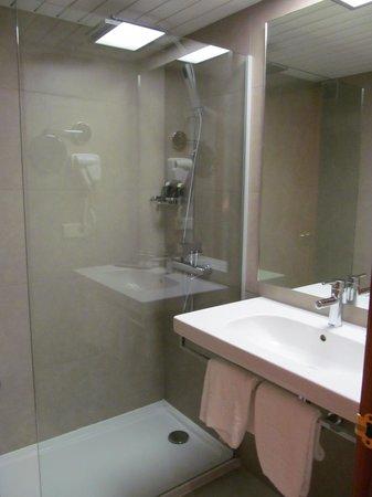 Caballero Hotel: bathroom