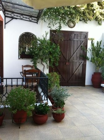Marousso Guest House : The doorway to outside world
