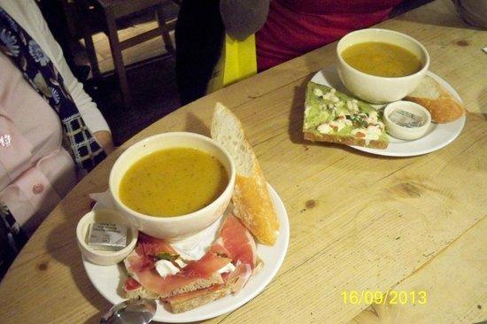 Le Pain Quotidien: Yummy soup and sandwich combos