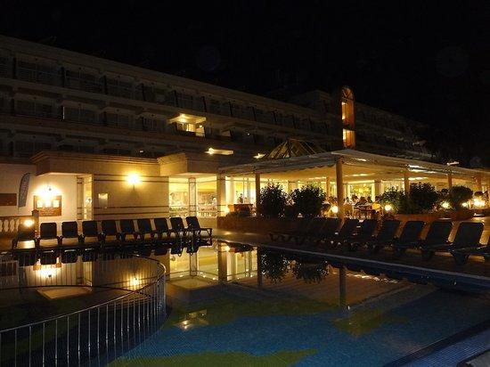 Insotel Hotel Formentera Playa: Pool, Restaurant und Terrasse