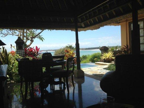 Four Seasons Resort Bali at Jimbaran Bay: Wohnraum der Suite zum Meer
