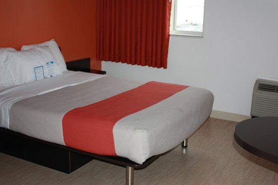 Motel 6 Kingston: bedroom