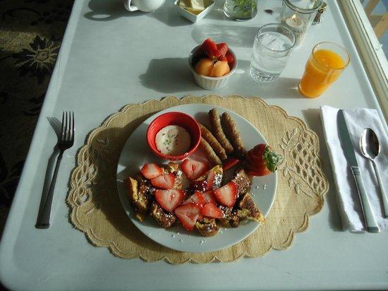Harvest Barn Inn: First Breakfast