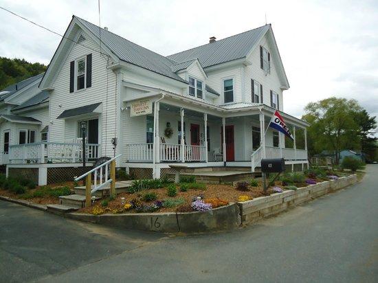 Halladay's Harvest Barn Inn : Beautiful Inn