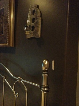 Destination Spa Bed & Breakfast: Wall protectors and unusable candle holders