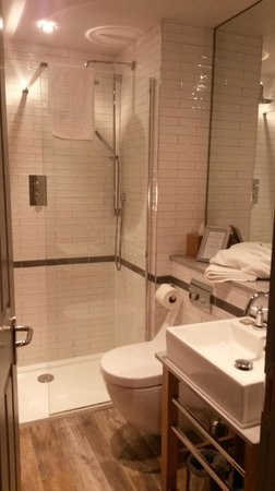 Brook Green Hotel: Bathroom