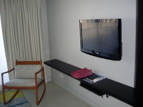 Atempo Design Hotel: lcd dormitorio frente a la cama