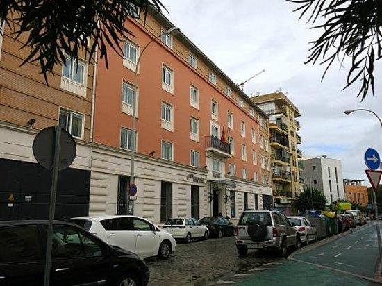 Monte Triana Hotel: Hotel Monte Triana Straßenansicht