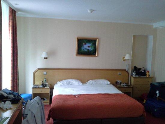 Hotel Tourisme Avenue: Camera famigliare 4 posti ... ancora da ristrutturare !