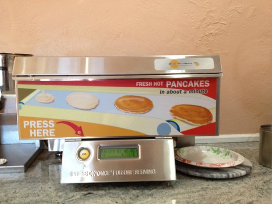 BEST WESTERN Park Crest Inn: Pancake maker.. it was OK, but would rather have the waffle maker!!!