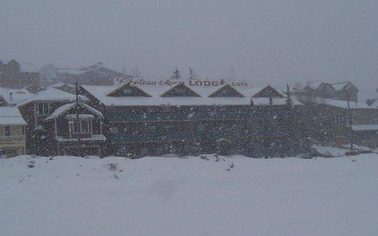 Chateau Apres Lodge: Let it snow