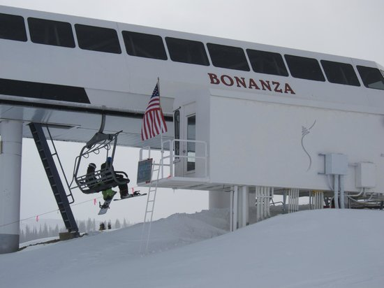 Chateau Apres Lodge: Bonanza lift