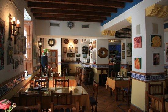 Taberna La Viuda: Décor de la salle de restaurant.