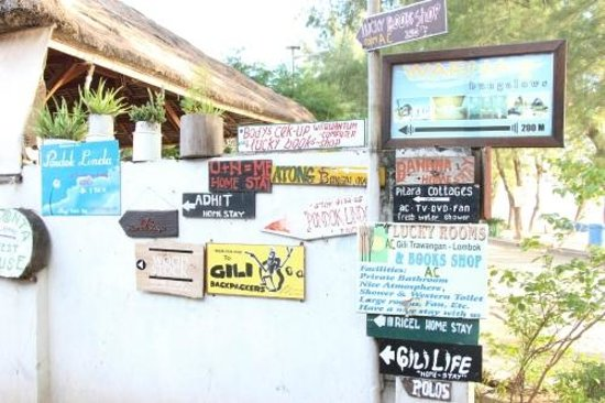 Gili Divers Hotel : the signs to find hotel in back street.....so far they have bad management !!!!!!!