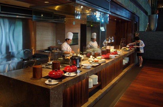 Pan Pacific Nirwana Bali Resort: showcooking at breakfast