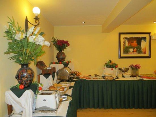 Hotel Agusto's Cusco : desayuno buffet completo