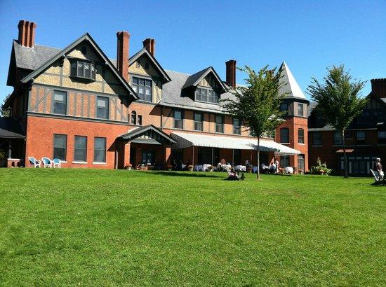 The Inn at Shelburne Farms Restaurant: The terrace