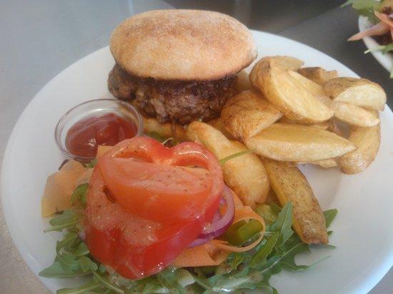 Pier Cafe Tobermory : homemade burgers yum!
