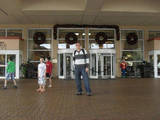 Rosen Centre Hotel: Em frente à recepção do hotel.