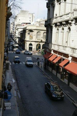 BA Stop Buenos Aires Hostel : Vista hacia la Av.