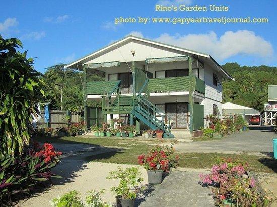 Rino's Motel: Garden units on the beach