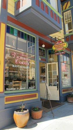 Victorian Corner: A sunny corner on Lighthouse Avenue