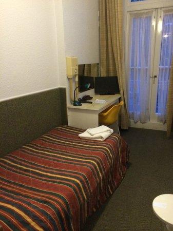 Beaver Hotel: Lit peu confortable