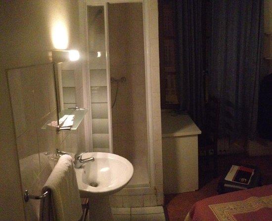 Hotel des Fontaines : no toilet.