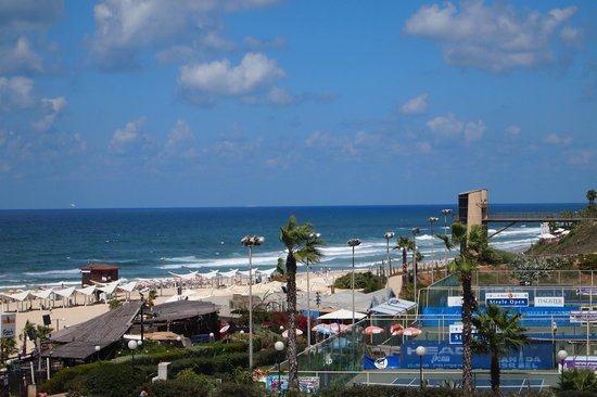 Dan Accadia Hotel Herzliya: Sea view from our room on the north side
