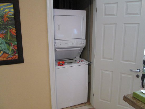 Marriott's St. Kitts Beach Club : clothes washer/dryer in our villa