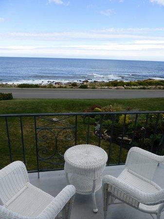 Bass Rocks Ocean Inn: view from porch
