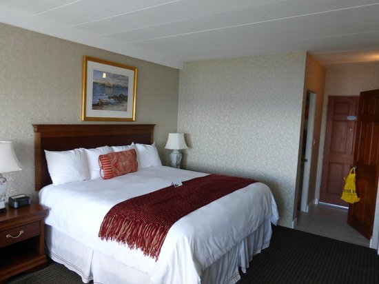 Ocean House Hotel at Bass Rocks: king size bed