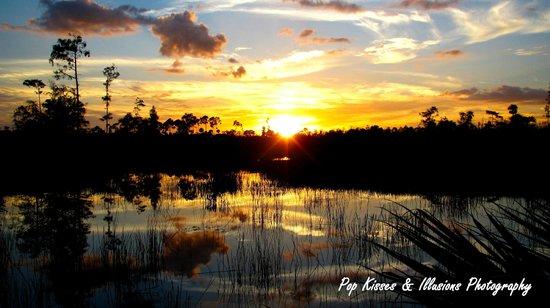 Apoxee Wilderness Trail: Sunset at Apoxee Park