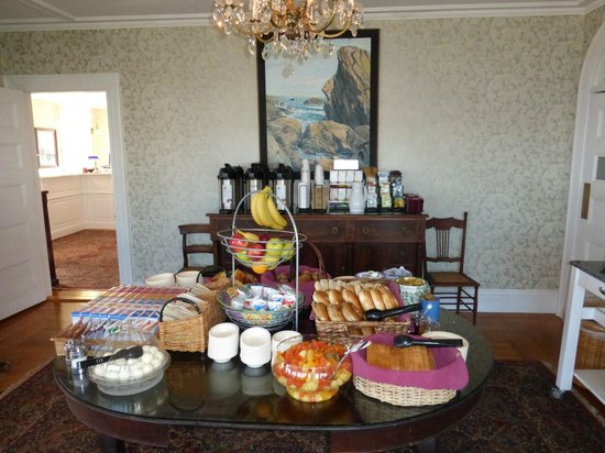 Ocean House Hotel at Bass Rocks: Stacey House breakfast and coffee/tea station