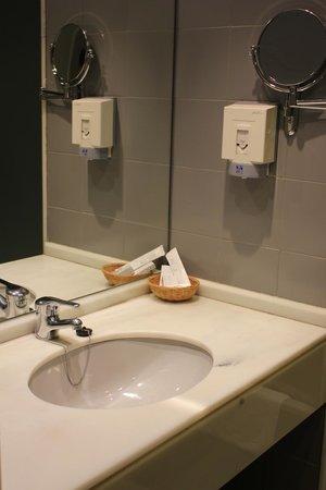 Hotel Ciudad de Logroño: baño