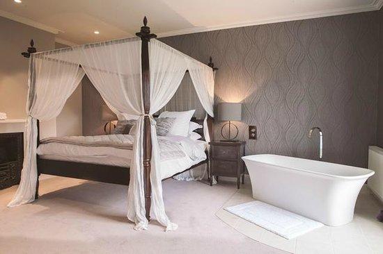 Godwick Hall: Sara Garner bridal suite