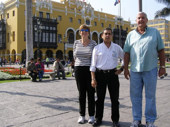 TaxiLimaPeru Private Tours: Ranato and us in the Main Square
