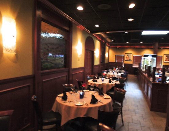 Z's Oyster Bar & Steak House: Dining area view