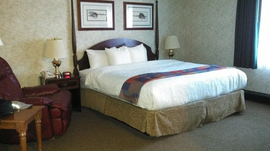 Quality Inn Wausau: Comfortable king-size bed