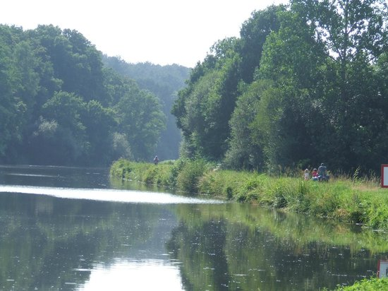 Canal de Nantes a Brest: à velo le long du canal de Nantes à Brest (Velodyssee)