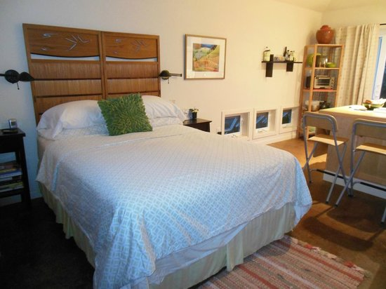 Everett Street Guesthouse : Great mattress in the cottage!