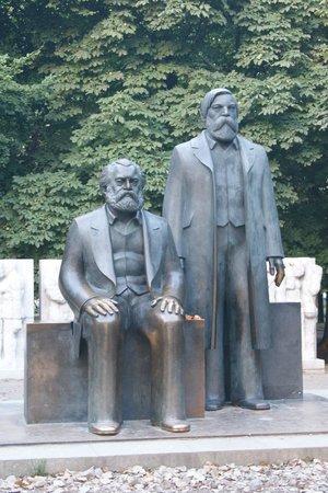 Marx-Engels-Forum: MARX Y ENGELS