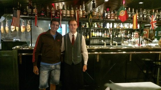 Jardim Visconde da Luz: best waiter in the world :)