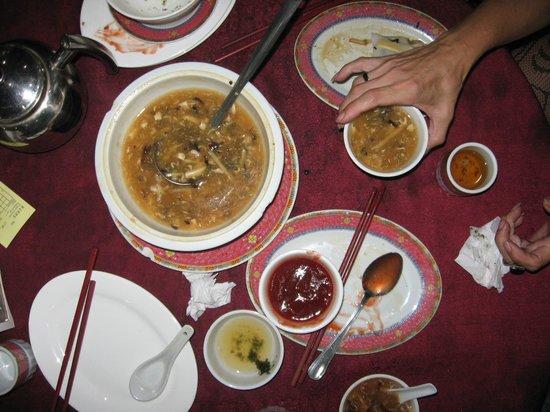 Restaurant Dragon Oriental: sopa caliente, sopa de Algas y rollos de arroz con vegetales al vapor,taco chino