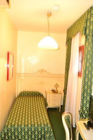 Hotel Commercio & Pellegrino: Single Room