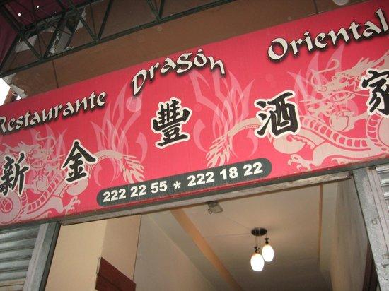 Restaurant Dragon Oriental: Rotulo de la entrada del restaurante, frente AV 2da