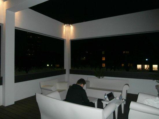 Terrasse fumeur avec wifi gratuit photo de boutique for Design hotel glow