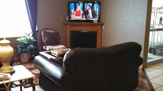 Best Western Plus Des Moines West Inn & Suites : Lobby